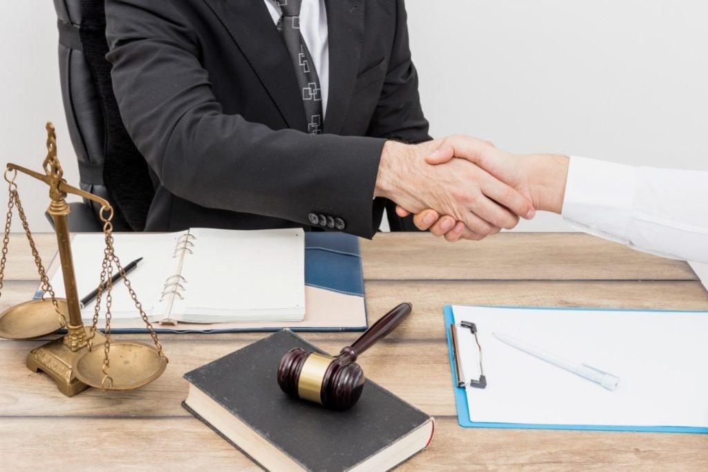 Advogado fechando negócio pós mudanças trabalhistas